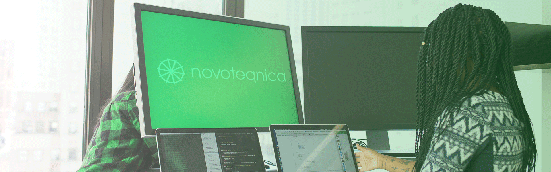 Novoteqnica Projects installing multiple screens